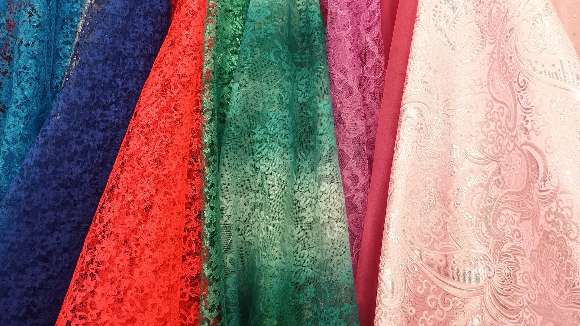 7 Colorful Things to Know about Traditional Uzbek Silk
