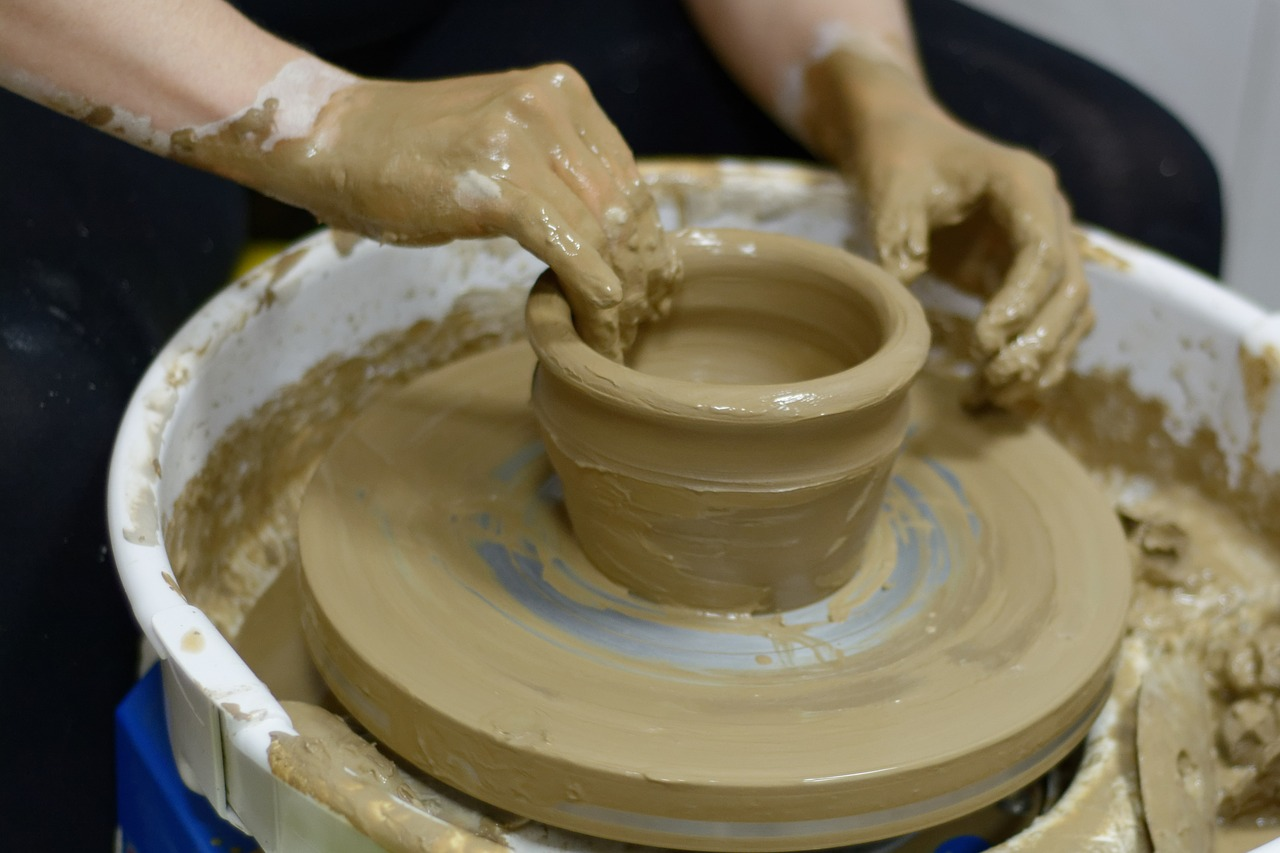 What You Need to Know about Rishtan's Famous Ceramics